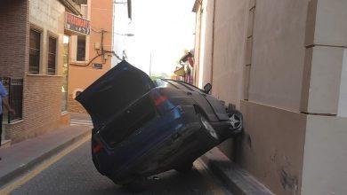 Photo of La imagen. Un coche se sube por las paredes en Torreagüera