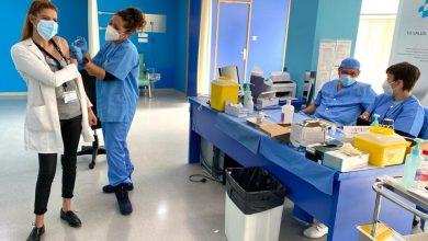 Photo of El personal del Hospital San José recibe la primera dosis de la vacuna contra el Covid