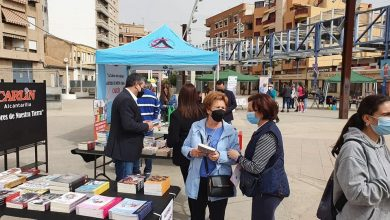 Photo of Escritores, lectores y libreros se encuentran en la Feria del Libro de Alcantarilla
