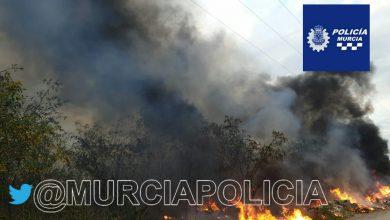 Photo of Bomberos extinguen de noche un Incendio junto a la avenida Regajos de Sangonera la Seca