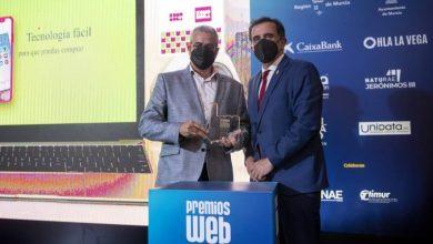 Photo of La Asociación de Comerciantes recibe uno de los Premios Web por su iniciativa de ofertas online Komomola