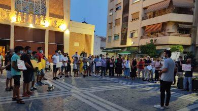 Photo of Un centenar de personas protesta contra el proyecto de recortar el servicio de autobuses