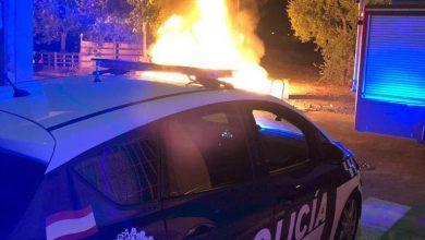 Photo of La Policía Local anda tras la pista de quienes quemaron dos contenedores y evita que ardan otros cuatro