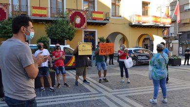 Photo of Cacerolada frente al Ayuntamiento de algunos vendedores del mercado para pedir su reubicación