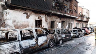 Photo of Un hombre incendia la casa de su familia, quema siete coches y causa cuatro heridos